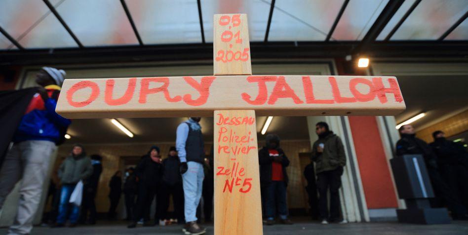 Teilnehmer einer Demonstration in Dessau-Roßlau (Archiv)