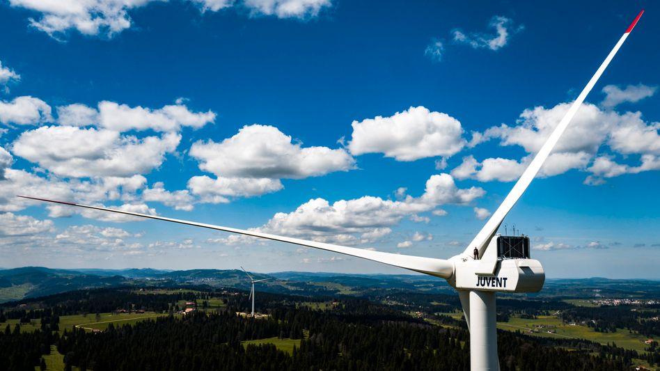 Windkraftanlage im Kraftwerk Juvent am Mont-Soleil in Saint-Imier, Schweiz