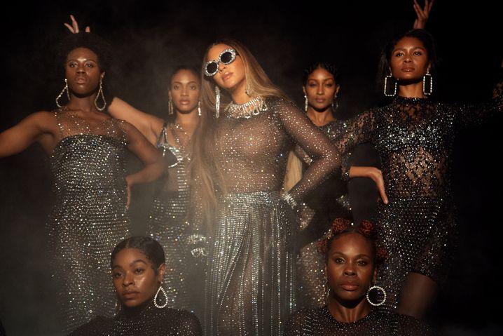 """Beyoncé, Tänzerinnen in """"Black Is King"""": Beeindruckende Feier schwarzer Schönheit und Erhabenheit"""