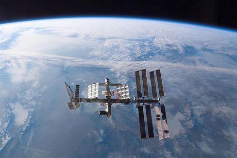Keine virenfreie Zone: Dass es in der abgestandenen Luft von Raumstationen von Pilzen und Erregern wimmelt, ist bekannt. Jetzt kommen auch noch PC-Viren hinzu