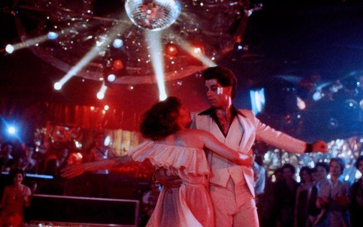 """John Travolta in """"Saturday Night Fever"""": Mit wackelndem Po zum Idol der Massen"""