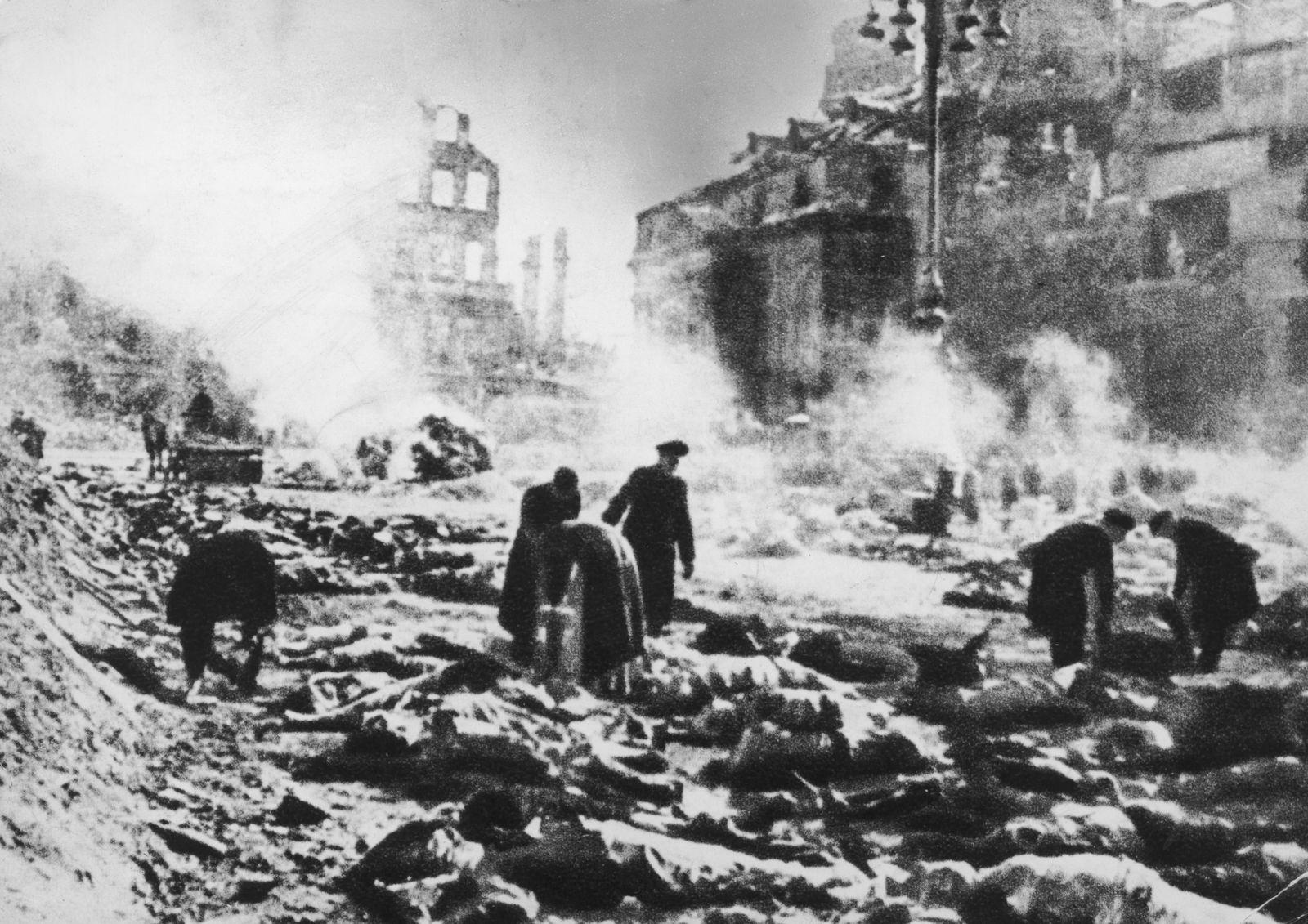 Bombardierung Dresden - Devastated Dresden