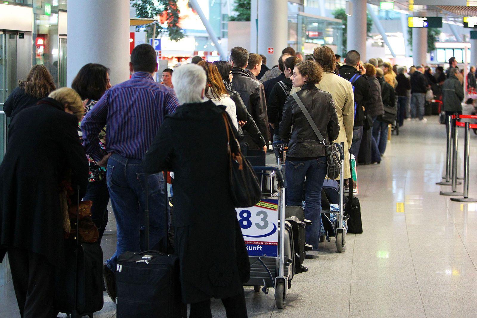 Flughafen / Verspätung / Warten