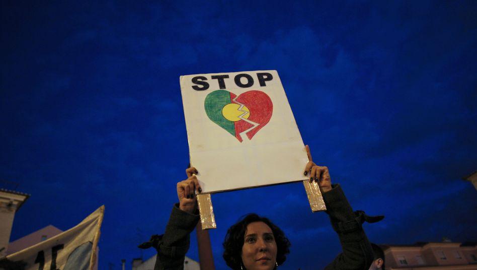 Protest vor Portugals Parlament: Krise in Südeuropa und Ägypten