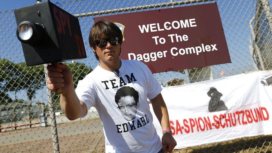 Daniel Bangert vor dem Dagger Complex (Archivbild): Mehr Polizisten als Spaziergänger