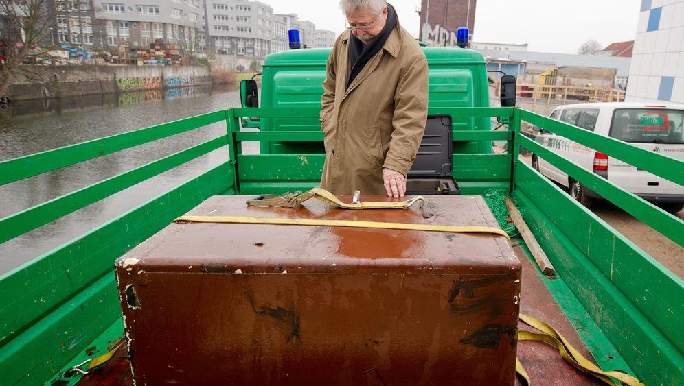 Biermanns Schätze: Polizeitaucher fischen Tresor aus Kanal
