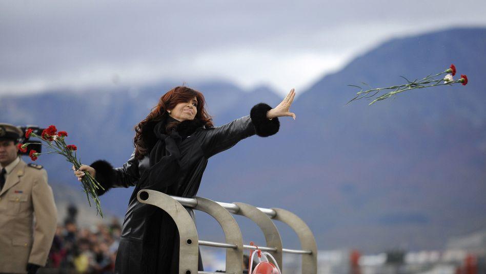 Präsidentin Kirchner (bei einer Ehrung für die argentinischen Gefallenen des Falkland-Krieges): Immer Ärger mit London