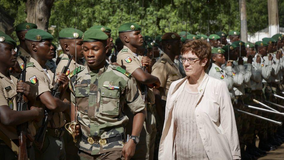 Verteidigungsministerin Kramp-Karrenbauer im Koulikoro Training Center der Mission EUTM (Archivbild)