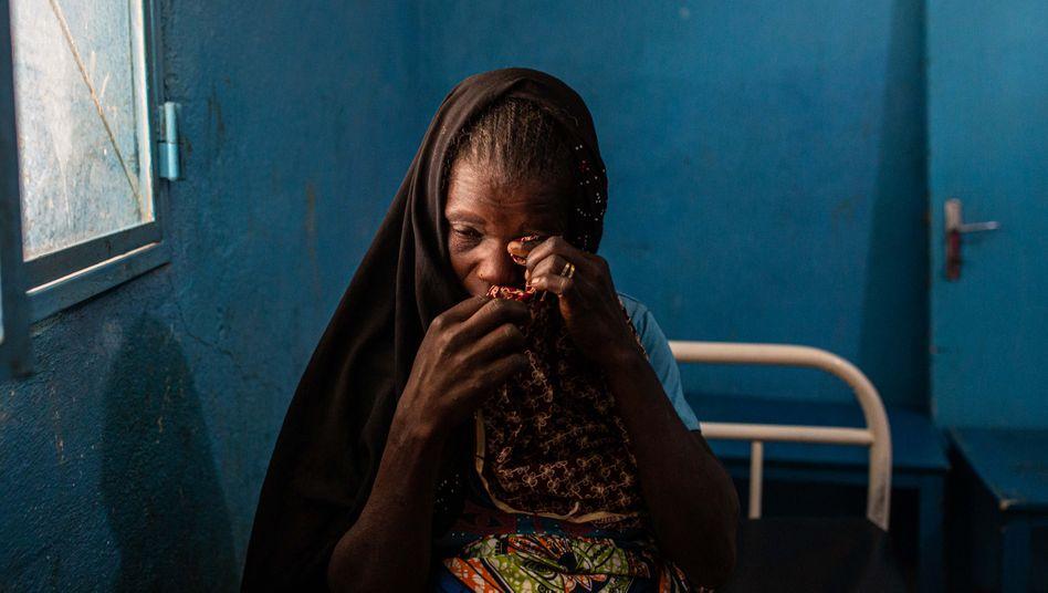 Djoumai musste hochschwanger fliehen - nun lebt sie im Flüchtlingscamp Minawao in Kamerun