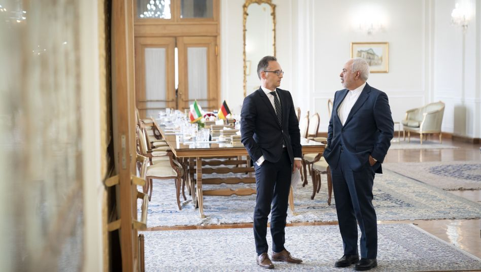 German Foreign Minister Heiko Mass and his Iranian counterpart, Mohammad Javad Zarif, in Tehran