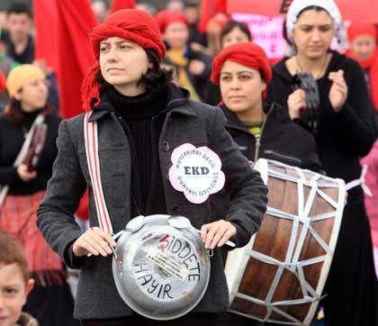 Protest in Istanbul am Weltfrauentag: Allein im Jahr 2006 wurden 842 Frauen getötet