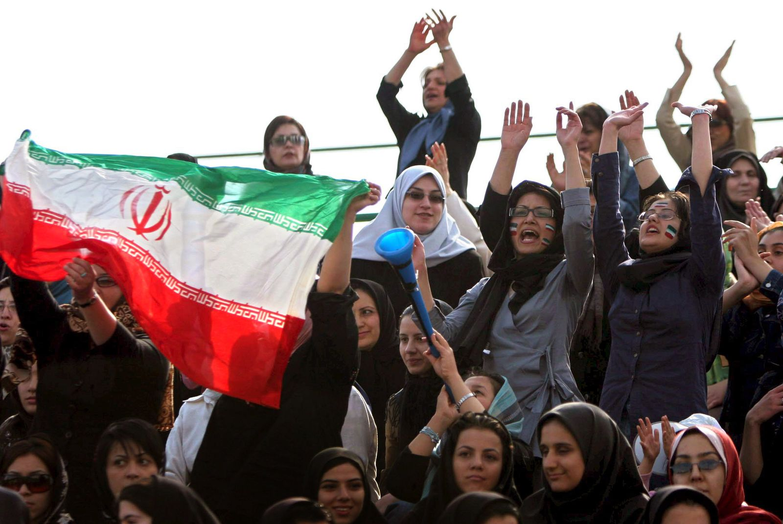 Männer-Fußball im Iran wieder ohne Zuschauerinnen