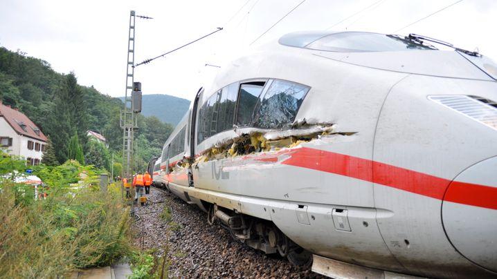 Pfalz: ICE-Unfall mit Müllwagen