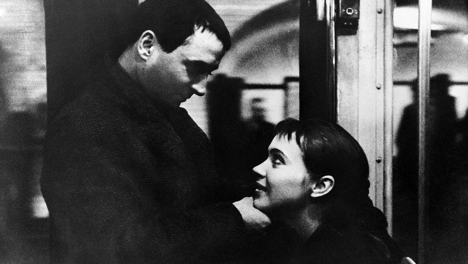 Claude Brasseur und Anna Karina in Jean-Luc Godards Bande à part (»Die Außenseiterbande«) von 1964