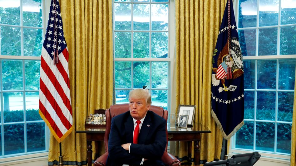 Donald Trump beim Interview im Oval Office