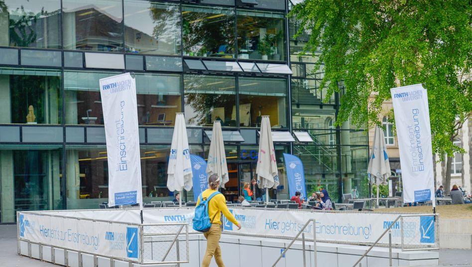 Die Rheinisch-Westfälische Technische Hochschule in Aachen: Die Hochschulen in Nordrhein-Westfalen dürfen sich künftig für militärische Forschung öffnen
