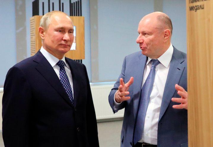 Wladimir Potanin (rechts) mit Wladimir Putin.
