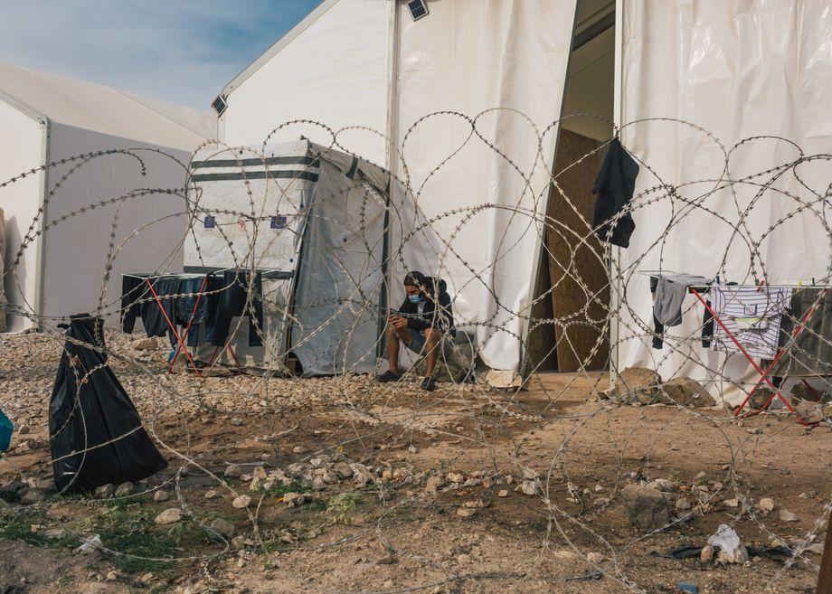 Das Flüchtlingslager »Kara Tepe« auf der griechischen Insel Lesbos Ende November 2020 im Rahmen eines offiziellen Pressebesuchs in Begleitung des Camp-Managers. Medienvertretern und Rechtsanwälten ist der Zugang normalerweise verboten
