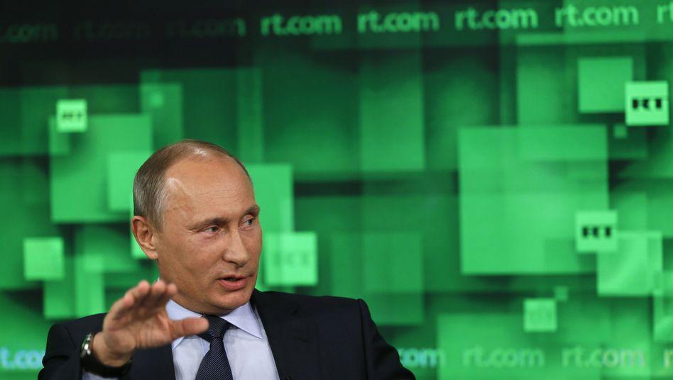 Putin auf Kreml-Sender Russia Today (Archivbild): Brüssel will russische Berichte kommentieren