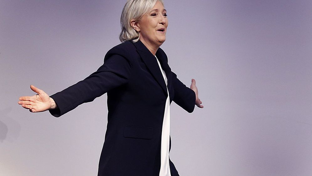 Photo Gallery: Campaign Goes into High Gear in France