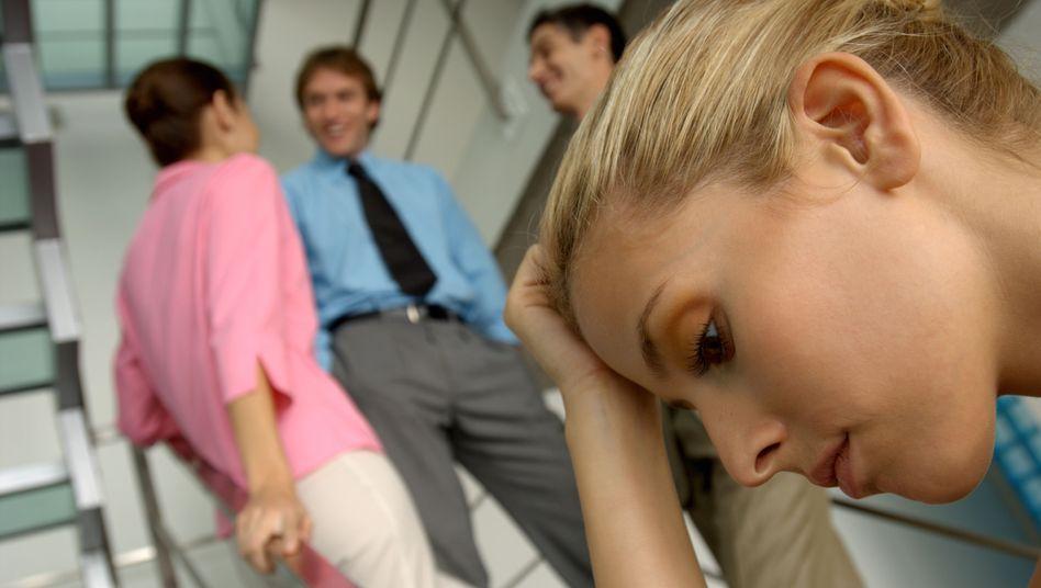 Büromitarbeiter (Symbolbild): Oh mein Gott, die lieben Kollegen
