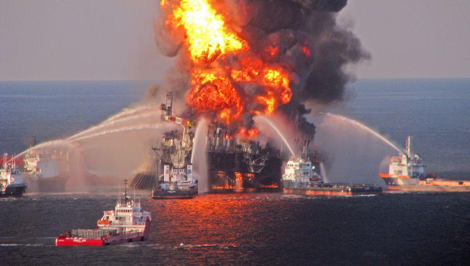 """Brennende Plattform """"Deepwater Horizon"""" (im April 2010): """"Systembedingte Ursachen"""""""