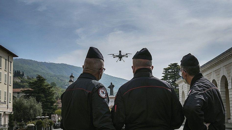 Carabinieri in Italien mit Überwachungsdrohne