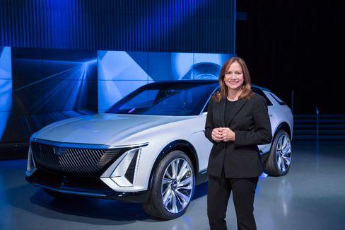 Nicht nur die Modellpalette muss sich wandeln: GM-Chefin Mary Barra vor dem Cadillac Lyriq