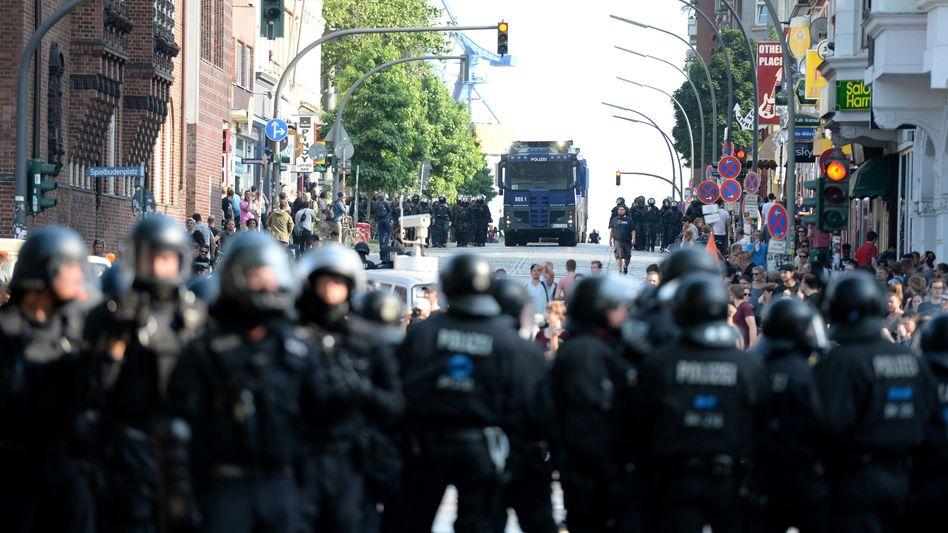 Polizisten am 7. Juli in Hamburg