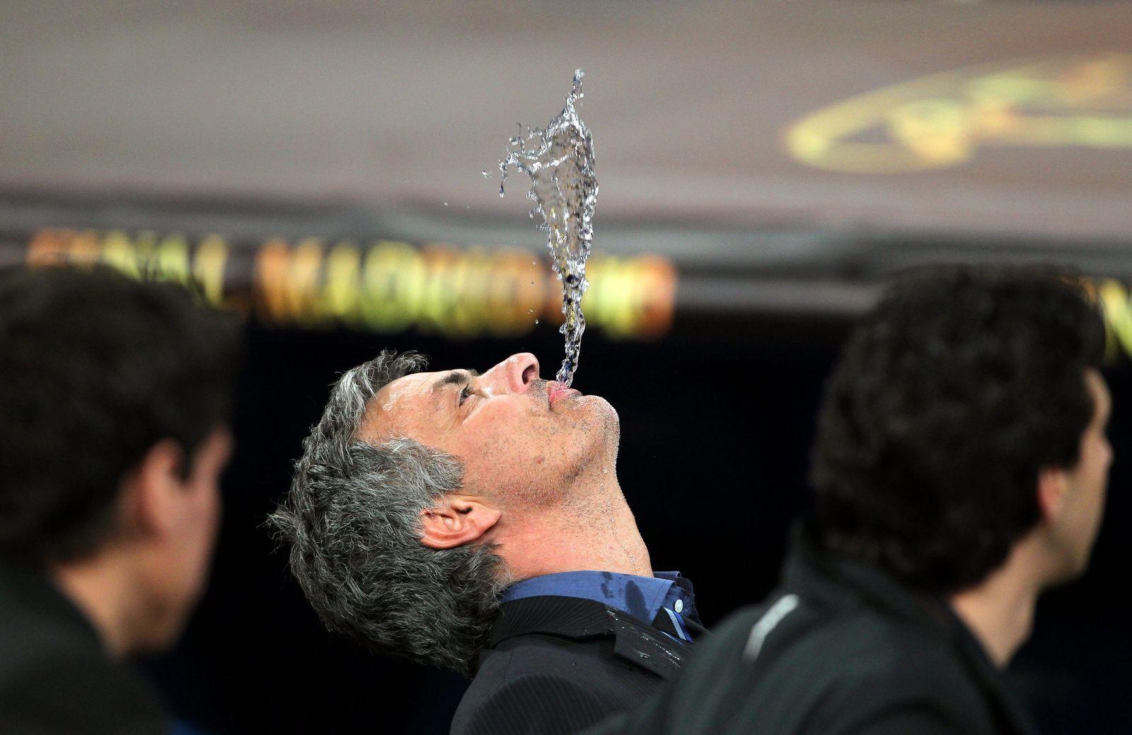 Mourinho Wasser ausspucken