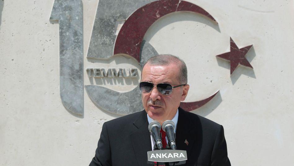 Präsident Erdogan: Seine AKP hält gemeinsam mit dem rechten Bündnispartner MHP die Mehrheit im Parlament