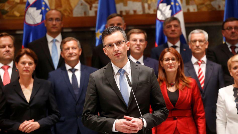 Ministerpräsident Marjan Sarec mit seinen neuen Ministern