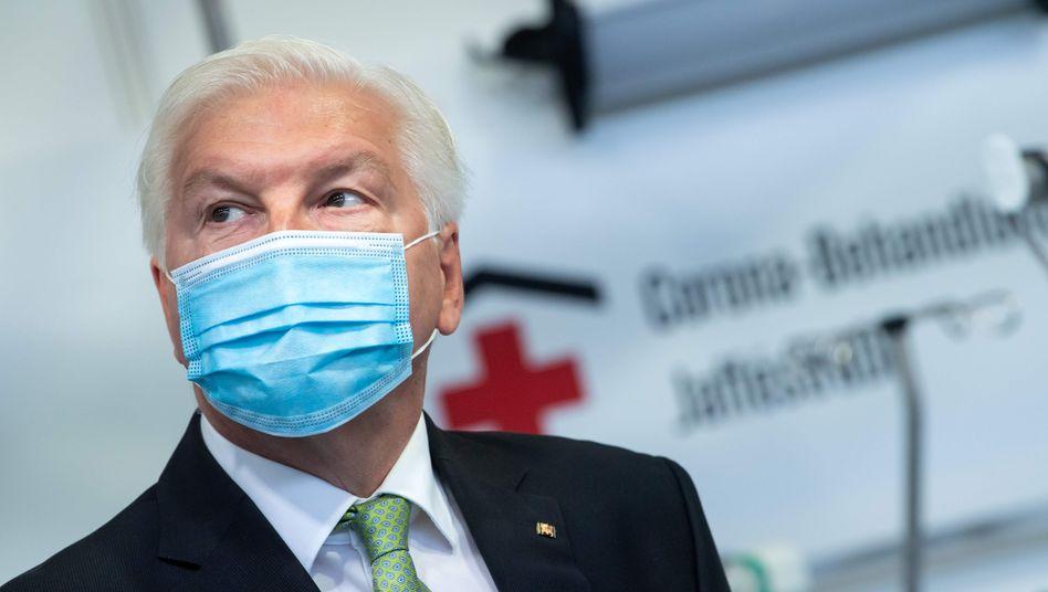 """Bundespräsident Steinmeier in Berliner Corona-Klinik: """"Mit Vernunft aus der gegenwärtigen Situation befreien"""""""