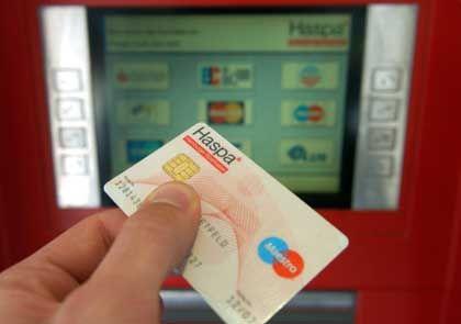 Geldautomat in Hamburg: Bis zu fünf Euro Strafgebühren für Sparkassen-Kunden