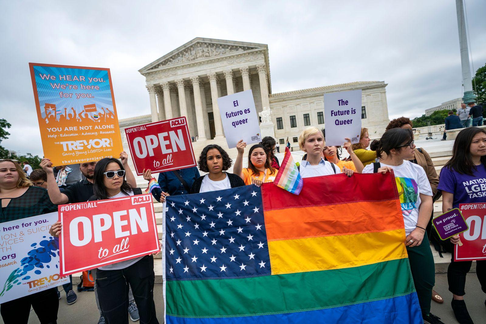 EINMALIGE VERWENDUNG Supreme Court/ Protest/ Gerichtsurteil/ Diskriminierung/ Homosexualitaet