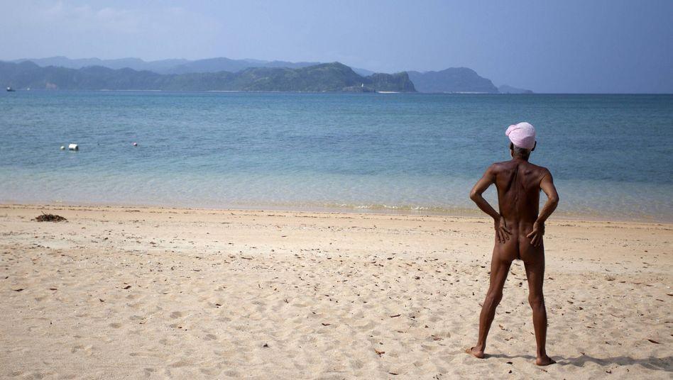 Ungewöhnliches Rentner-Dasein: Nackt auf der Tropeninsel