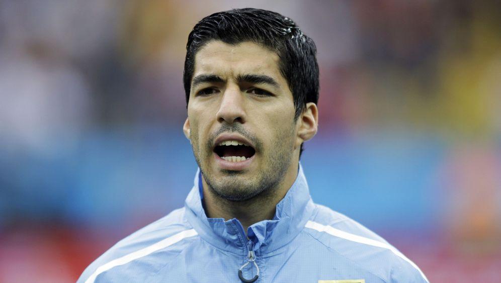 Uruguay bezwingt England: Suárez zwei, Rooney eins