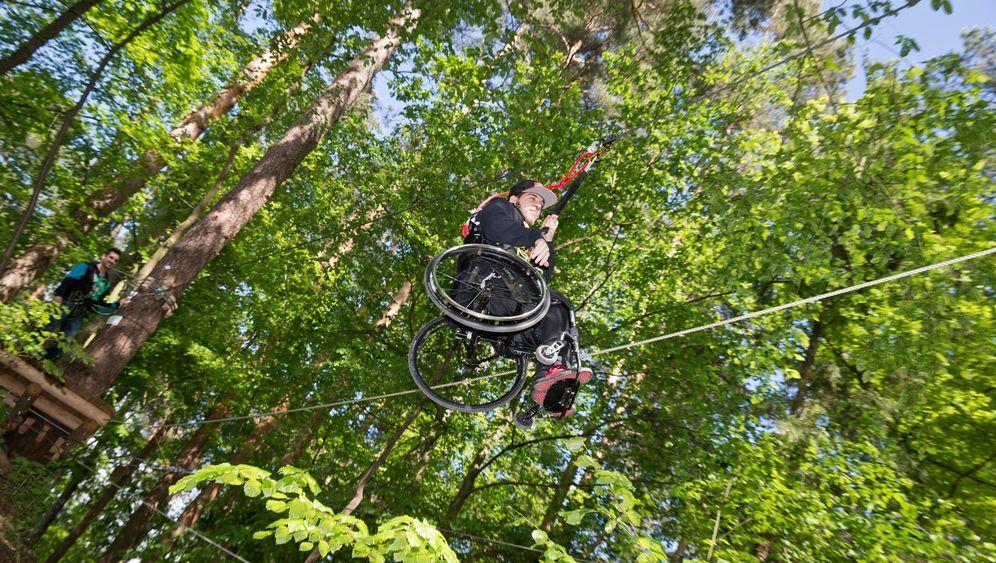 Neue Parcours in Wildseilparks: Schweben mit Rollstuhl