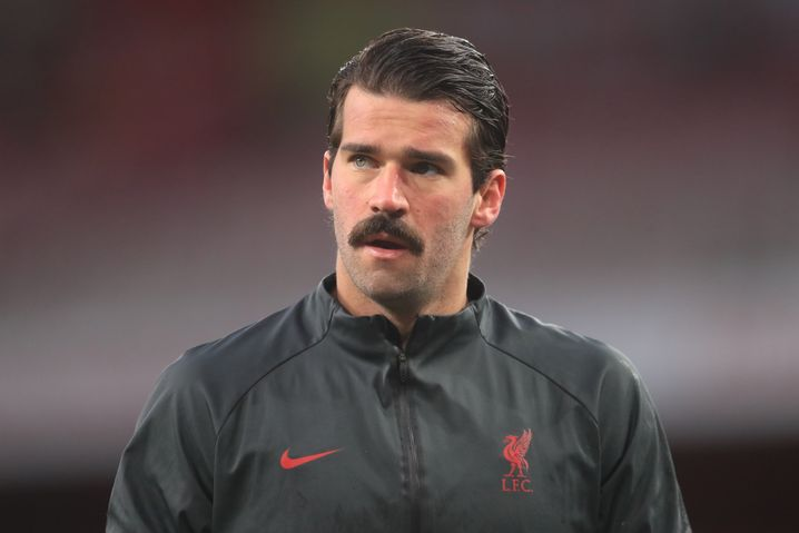 Liverpools Torhüter Alisson mit beeindruckendem Schnurrbart-Game