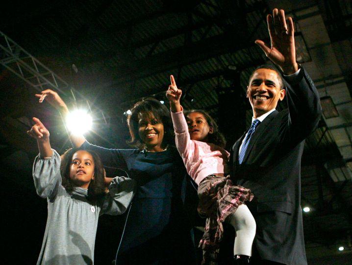 Januar 2008: Der damalige Präsidentschaftskandidat Barack Obama mit seiner Frau Michelle und seinen beiden Töchtern