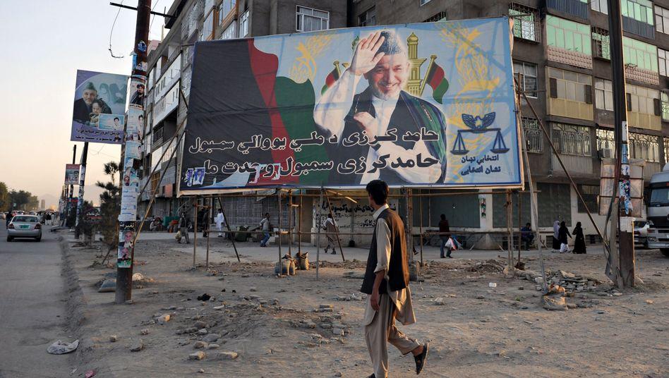 """Wahlplakat in Afghanistans Hauptstadt Kabul: """"Was die da machen ist illegal"""""""