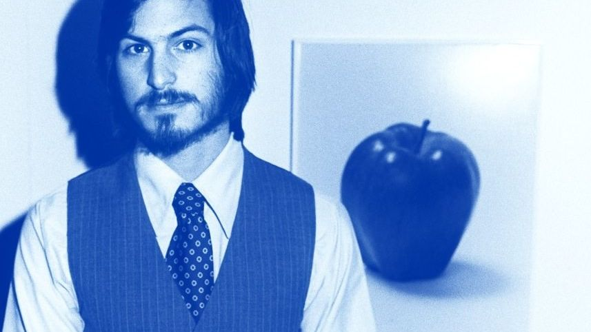 So fing alles an: Jobs, damals 22, präsentiert 1977, ein Jahr nach der Apple-Gründung seinen Computer auf einer Messe - korrekt mit Schlips.
