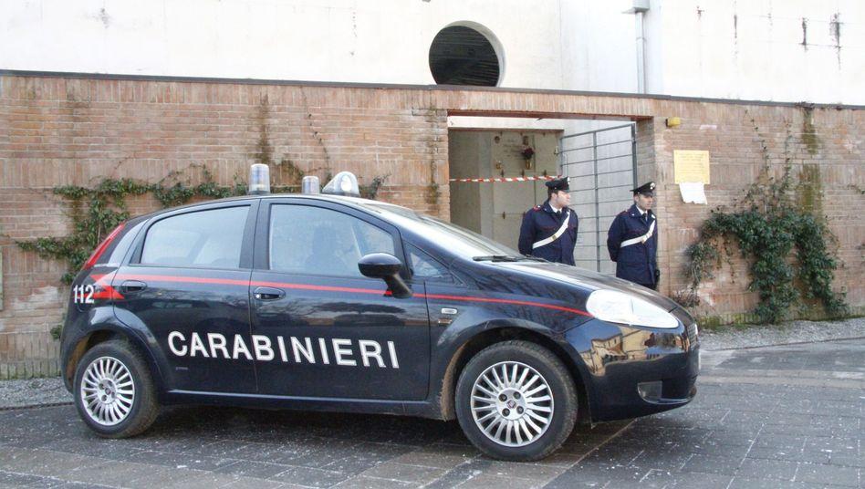 Italienische Polizisten (Archivbild): Schlag gegen die (Wett-)Mafia?