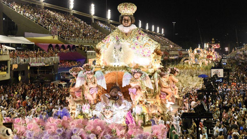 Im Februar 2021 wird es diese Bilder wohl nicht geben: Feiernde Menschenmassen in Rio de Janeiro (Archiv)