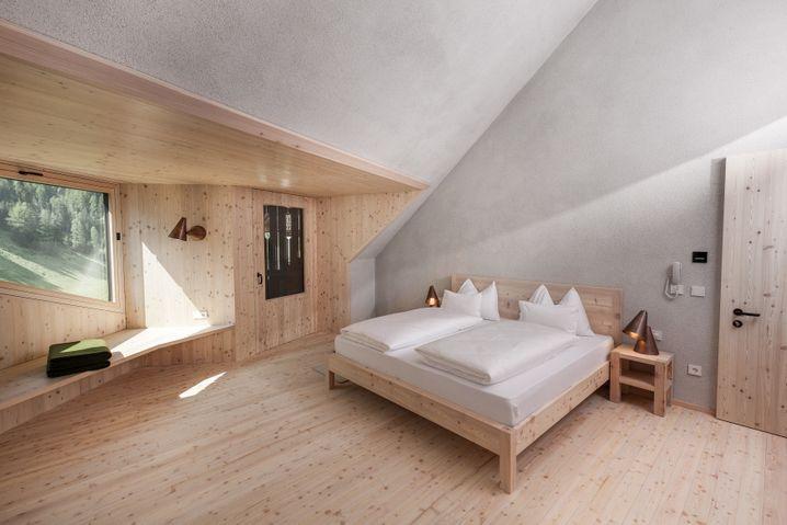 """Hotel Bühelwirt in Südtirol: """"Geheizt wird mit Holzpellets, die von der Genossenschaft geliefert werden, sowie per Solaranlage"""", schreibt Good Travel über das Haus. Auf einen eigenen Pool sei bewusst verzichtet worden, """"um den Energieverbrauch so niedrig wie möglich zu halten""""."""