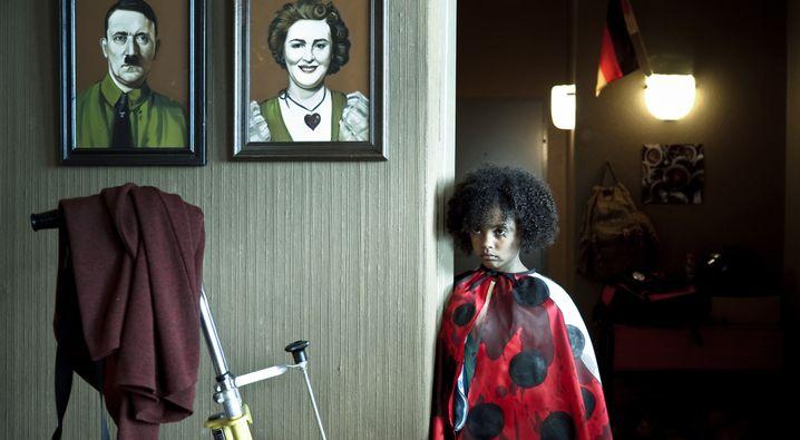 """Szene aus """"Familie Braun"""" (mit Nomie Lane Tucker)"""