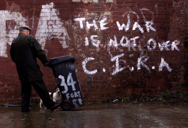 CIRA-Graffiti in Belfast: Immer bombt jemand weiter