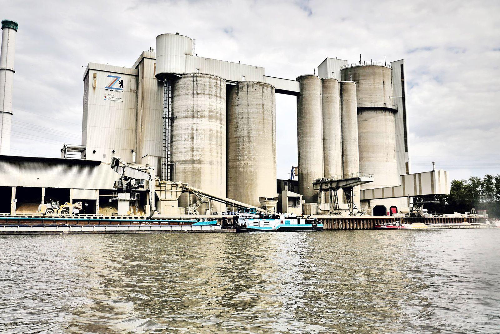 EINMALIGE VERWENDUNG / Zementfabrik