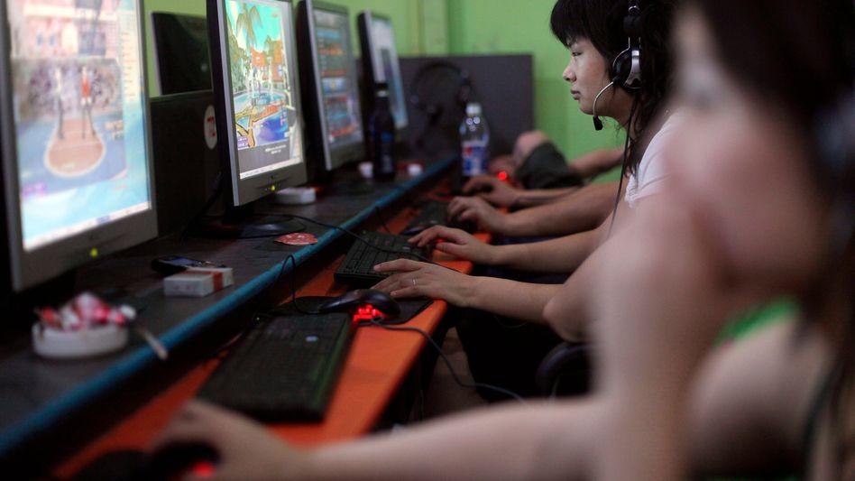 Spielerinnen in einem Internetcafé in China (Archivbild)