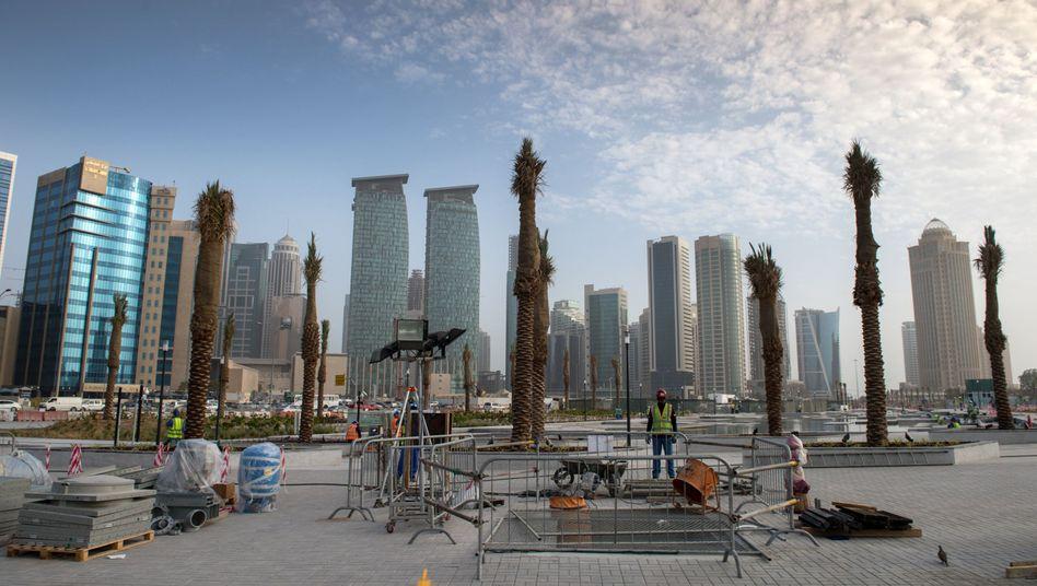 Baustelle in Katars Hauptstadt Doha: Das Investitionsprogramm für die WM wird durchgezogen